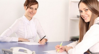 Как оформить изменение фамилии в трудовой книжке работника