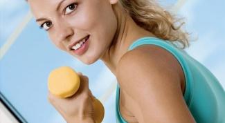 Как выполнять упражнения с гантелями