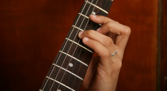 How to learn to play the guitar at home