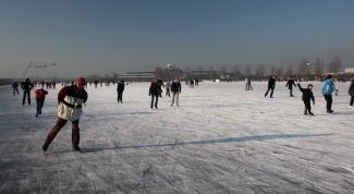 Как научиться кататься на коньках задним ходом