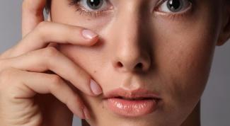 Как вытащить соринку из глаза