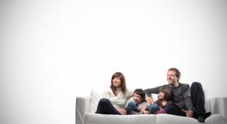 Как вывести пятна с дивана