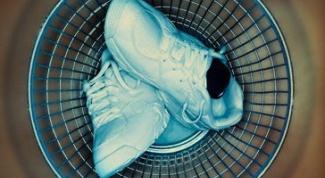 Как вывести запах из обуви