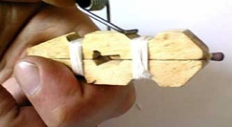 How to make a crossbow from clothes pegs