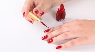 Как накрасить ногти дома
