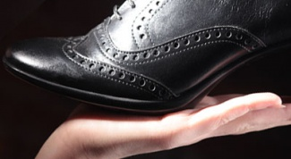 How to withdraw stain from shoes