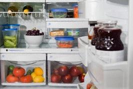 Как удалить запах из холодильника