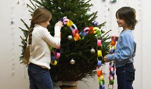 Как поставить елку в ведро