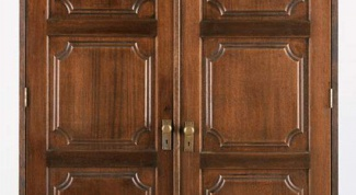 How to varnish doors