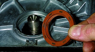 How to change the oil seal on the engine