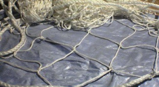 How to put fishing nets