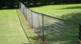Как установить забор из сетки-рабица