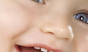 Как чистить зубы детям до года