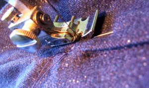 Как ушить джинсы-клеш