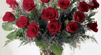 Как продлить жизнь срезанной розе