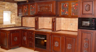 How to arrange furniture in a small kitchen