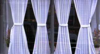 How to calculate the width of curtains