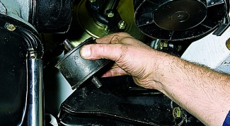 How to check the cushions on the engine