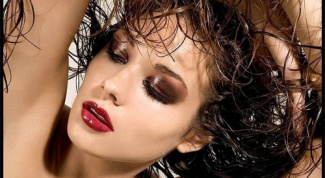 Как сделать мокрый эффект на длинных волосах