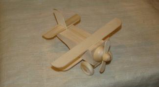 Как сделать самолетик из дерева