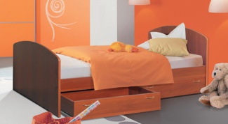 Как сделать кровать с ящиками