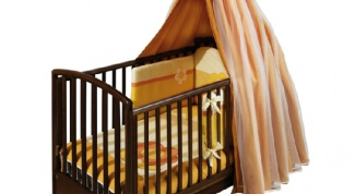 How to hang a canopy on the crib