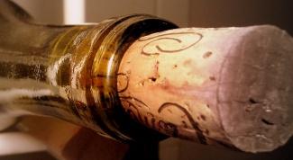 Как засунуть пробку в бутылку