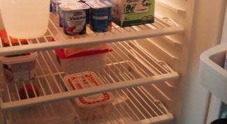 Как убрать из холодильника неприятный запах