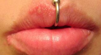 Как правильно проколоть губу