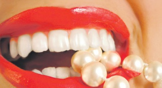 Как избавиться от желтых зубов