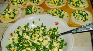 Как приготовить пирожки с луком и яйцами