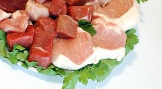 Как пожарить мясо с луком