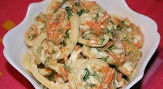 Как готовить салат из кальмаров и моркови
