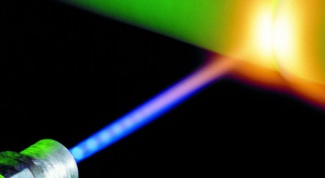 Как сделать лазер из фонарика