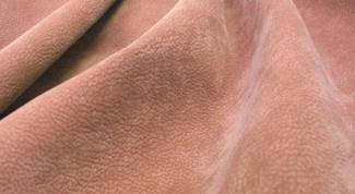 Как удалить жирные пятна с замши