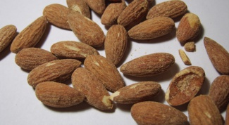 How to peel almonds from the skin