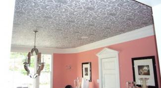 Как клеить флизелиновые обои на потолок