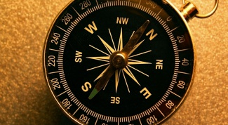 How to determine cardinal directions in a compass