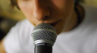 Как держать микрофон