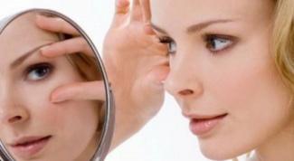 Как лечить опухшие глаза