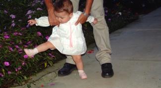 Как заставить ребенка ходить