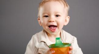 Как приучить ребенка к чашке