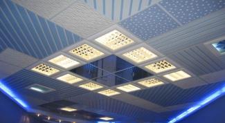 Как обшить потолок панелями