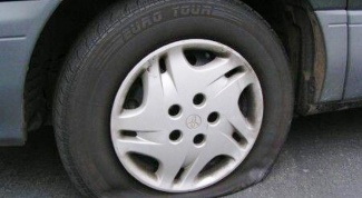 Как накачать колесо автомобиля