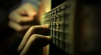 Как держать аккорды
