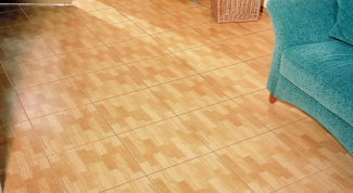 Как класть плитку на деревянный пол