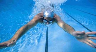 Как научиться быстро плавать