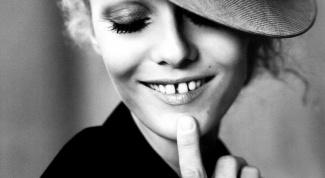 Как убрать щербинку между зубами