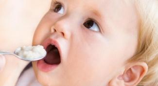 Как кормить детей