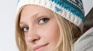 Как украсить вязанную шапку